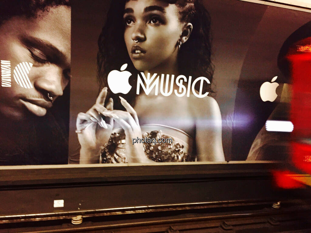 Apple, Apple Music, Werbeplakat, © photaq.com (21.08.2015)