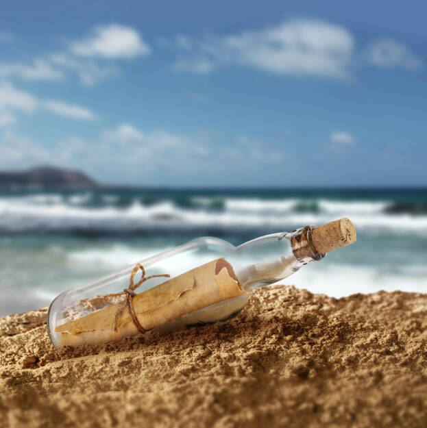 Flaschenpost, Nachricht, Flasche, Post, langsam, ewig, http://www.shutterstock.com/de/pic-213272527/stock-photo-message-in-the-bottle-on-island-seashore-beach-sand.html, © www.shutterstock.com (24.08.2015)