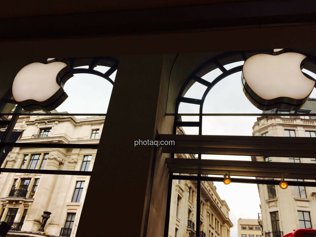 Apple Logo, zwei, 2, © photaq.com (24.08.2015)
