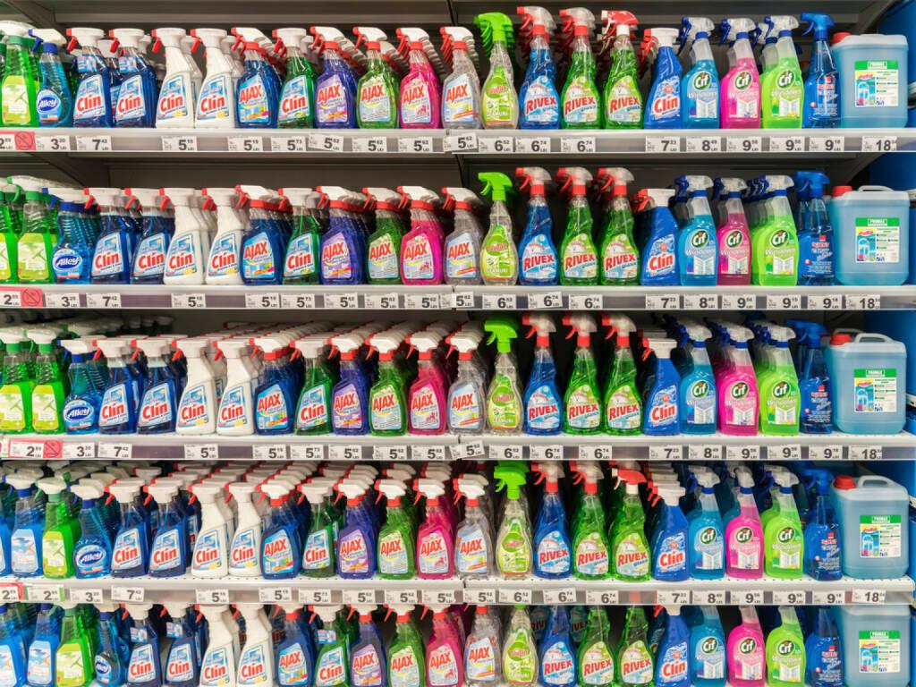 reinigungsmittel putzmittel konsumgter geschft regal kaufen putzen reinigen - Konsumguter Beispiele