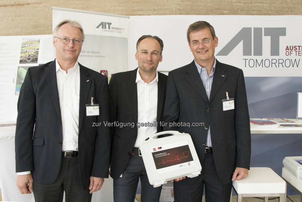 "Manfred Bammer (Head of Biomedical Systems, AIT), Werner Bogendorfer (Geschäftsbereich Gesundheit und Innovationen), Robert Modre-Osprian (Assistive Healthcare Information Technology, AIT): Moderne Kommunikationstechnik im Dienste des Patienten :Vaeb-Direktor Werner Bogendorfer stellte in Alpbach das innovative Telemedizin-Projekt ""Gesundheitsdialog Diabetes"" vor : © Fotocredit: AIT, © Aussender (25.08.2015)"