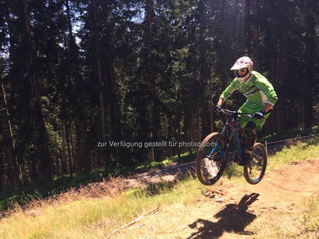 Innsbruck : Neuer Downhill Trail für die ganze Familie am Erlebnisberg Muttereralmpark : © Muttereralmpark, © Aussendung (26.08.2015)
