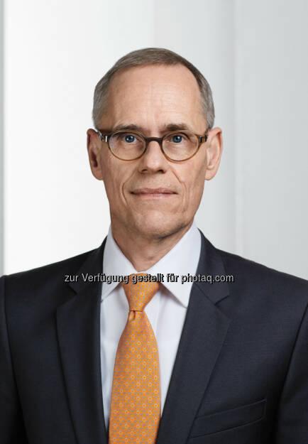 Thomas Nöcker : Der Aufsichtsrat der K+S Aktiengesellschaft hat in seiner heutigen Sitzung das Vorstandsmandat von Thomas Nöcker bis zum 31.08.2018 verlängert. Nöcker bleibt Arbeitsdirektor und wird auch zukünftig im Vorstand der Gesellschaft zuständig sein für die Bereiche Corporate HR, Corporate IT, das Business Center sowie die K+S Transport GmbH: © K+S Aktiengesellschaft, © Aussendung (26.08.2015)
