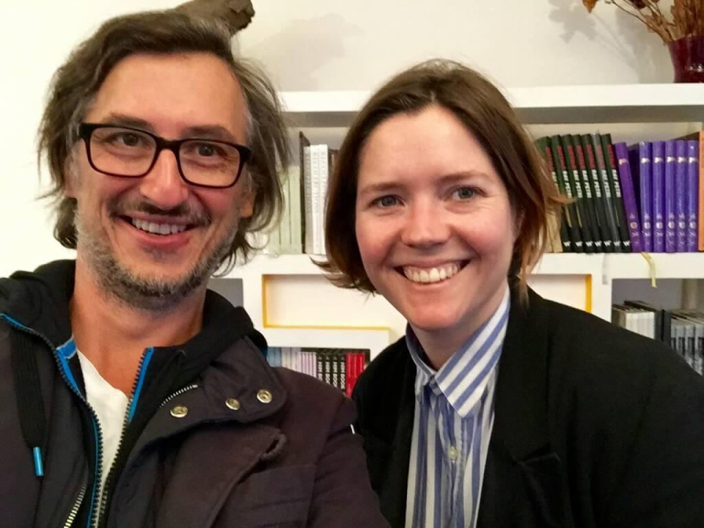 Kurzbesuch bei Trolley Books in London, Josef Chladek, Hannah Watson (Trolley Books) (29.08.2015)