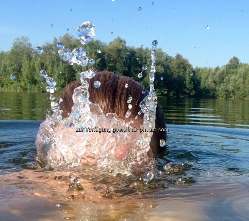 untertauchen, auftauchen, spritzen, Wasser, abtauchen, Wasser bis zum Hals, Abkühlung, Erfrischung, © Martina Draper (29.08.2015)