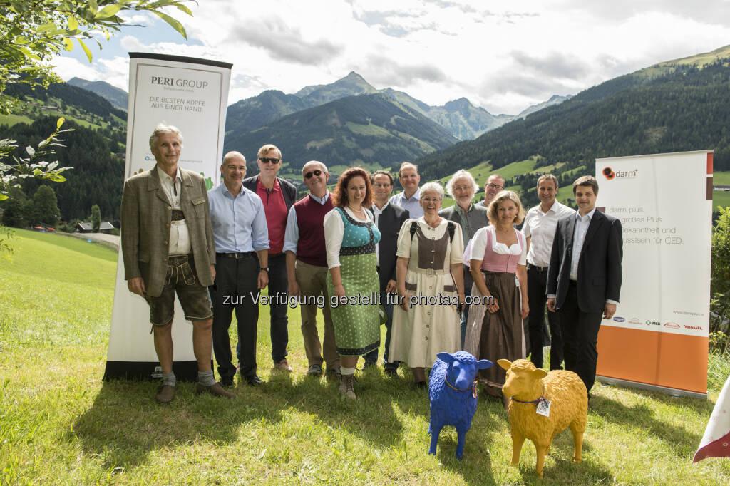 Harald Vogelsang (darm plus), Hanns Kratzer (Peri Consulting), Christoph Dachs (Ögam), Peter Knoflach (KH Wels), Evelyn Groß (Ömccv), Christoph Högenauer (Med Uni Graz), Alexander Herzog (SVA), Anita Beyer (darm plus, Ivepa), Manfred Maier (Med Uni Wien), Herbert Tilg (Med Uni Innsbruck), Ulrike Mursch-Edlmayr (Apothekerkammer OOe), Wolfgang Markl (Tiroler Landeskrankenanstalten GmbH), Martin Schaffenrath (Hauptverband) : Chronisch entzündliche Darmerkrankungen (CED) : Der Verein Darm Plus setzt sich vor allem für eine weitreichende Bewusstseinsbildung für CED und eine Verbesserung der medizinischen Versorgung in diesem Bereich ein. Vor diesem Hintergrund fand eine hochkarätige Expertenrunde im Rahmen der Gipfelgespräche auf der Schafalm in Alpbach statt : Fotograf: Birgit Pichler/Fotocredit: Welldone/APA-Fotoservice/Pichler, © Aussender (01.09.2015)