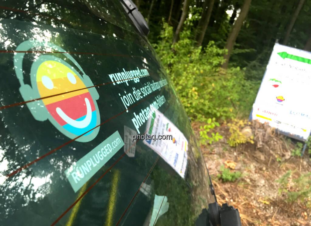 Runplugged Auto beim Wienerwaldlauf, © photaq/Martina Draper/Josef Chladek (05.09.2015)