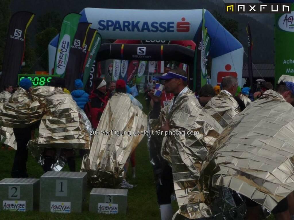 Achenseelauf 2015, Decke, kalt, Schutz, Sparkasse, © MaxFun Sports (09.09.2015)