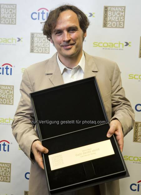 Hanno Beck erhält den Deutschen Finanzbuchpreis 2013 für sein Buch Geld denkt nicht, erschienen im Carl Hanser Verlag  (c) Aussendung (20.03.2013)