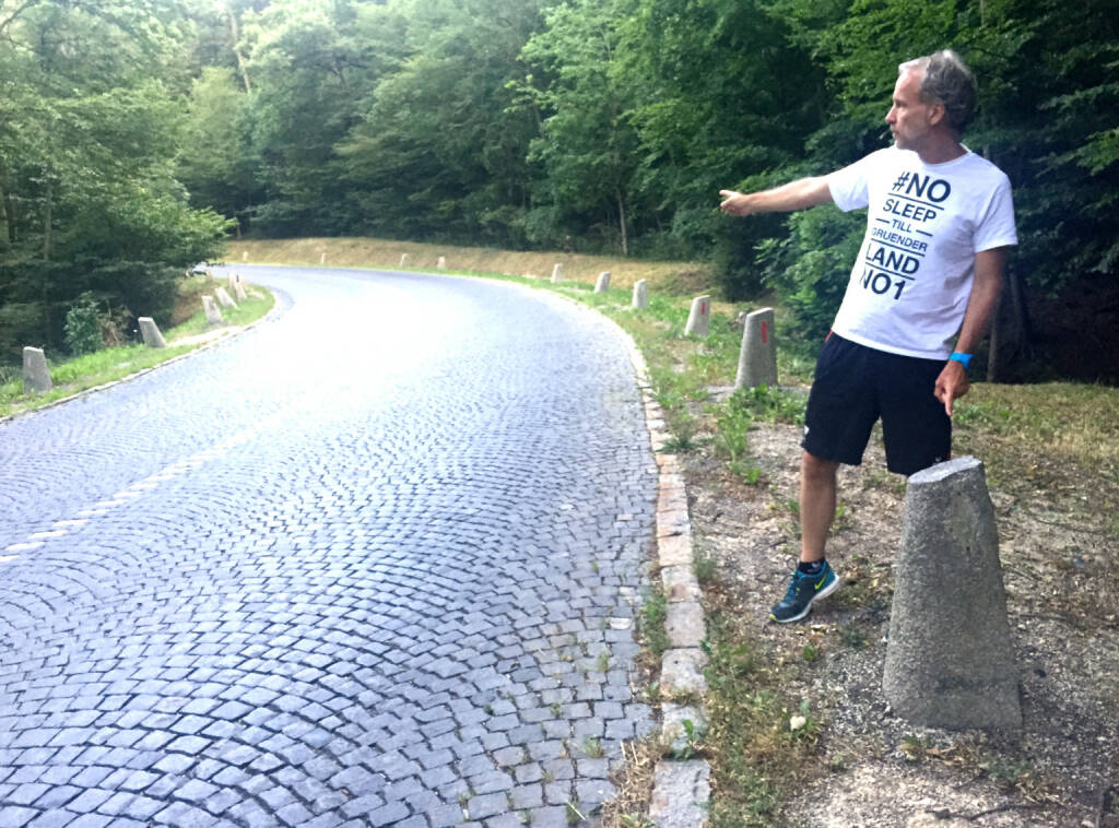 Runplugged als Sponsor des 67. Wiener Höhenstrassenlaufs. Hier der Startpunkt der schnellen 5k, http://www.hoehenstrassenlauf.com http:/www.runplugged.com #nosleeptillgruenderlandno1 (09.09.2015)