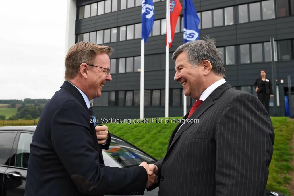 K+S-Vorstandsvorsitzender Norbert Steiner begrüßt den Thüringer Ministerpräsidenten Bodo Ramelow anlässlich der Eröffnung des neuen Analytik- und Forschungszentrums der K+S-Gruppe in Unterbreizbach. (C) K+S, © Aussendung (14.09.2015)