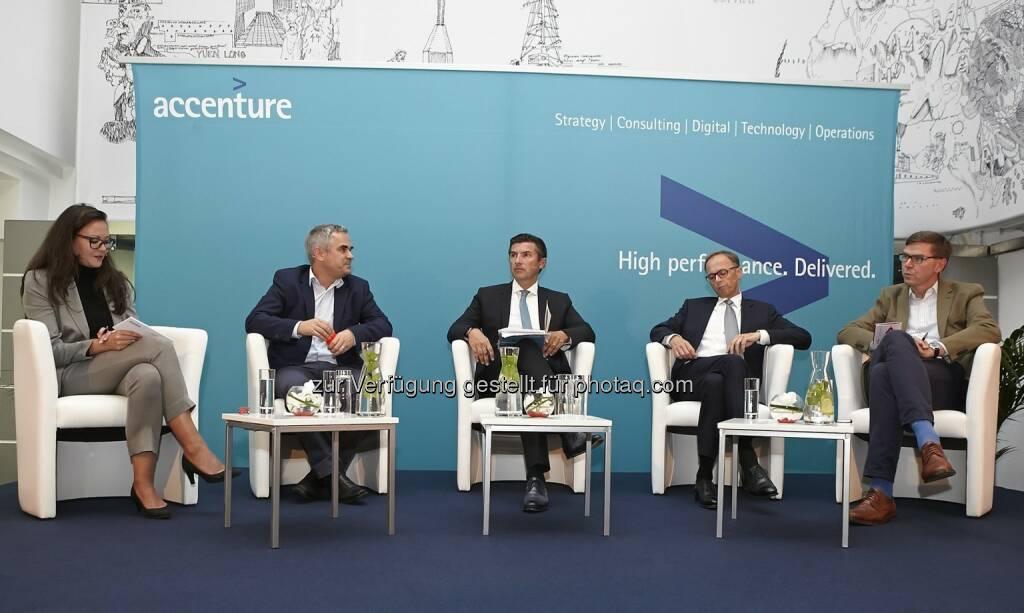 Heidi Aichinger (Forbes Austria), Markus Kienberger (Google Österreich), Robert Zadrazil (UniCredit Bank Austria), Klaus Malle (Accenture), Werner Wutscher (New Venture Scouting), © Fotocredit: © Accenture/APA/ Roßboth  (15.09.2015)