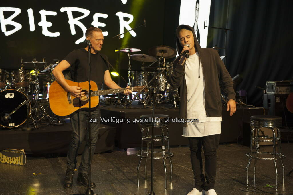 Bryan Adams, Justin Bieber, © Universal Music Entertainment (16.09.2015)