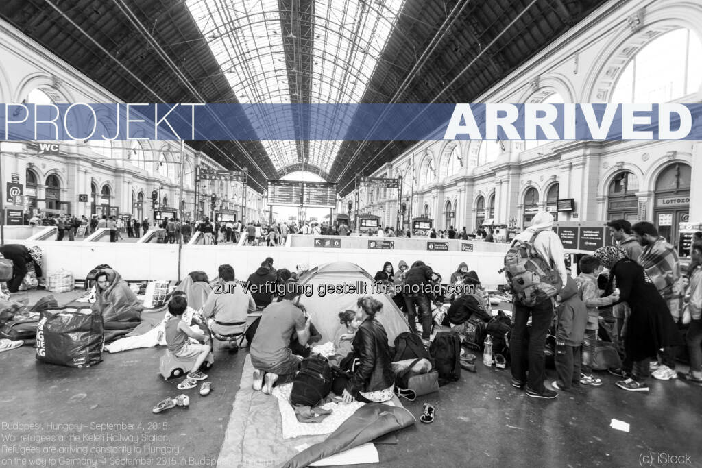 "Budapest Keleti Railway Station : Entlastung für Traiskirchen - ""Projekt Arrived"" : Wiener Start-up Reval startet Crowdfunding für Öffnung der Jugendherberge in Neu-Nagelberg/Bezirk Gmünd für minderjährige Flüchtlinge : Fotograf: www.csakisti.hu www.facebook.com/csakistiphoto/Fotocredit: iStock, © Aussender (18.09.2015)"