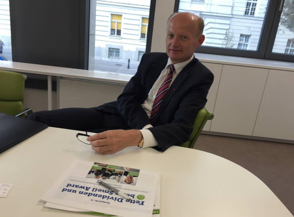 Mit Oberbank-CEO Franz Gasselsberger in der Wien-Niederlassung über Banken und Laufen, ein Sager aus dem Talk: http://www.photaq.com/page/pic/40405  (21.09.2015)