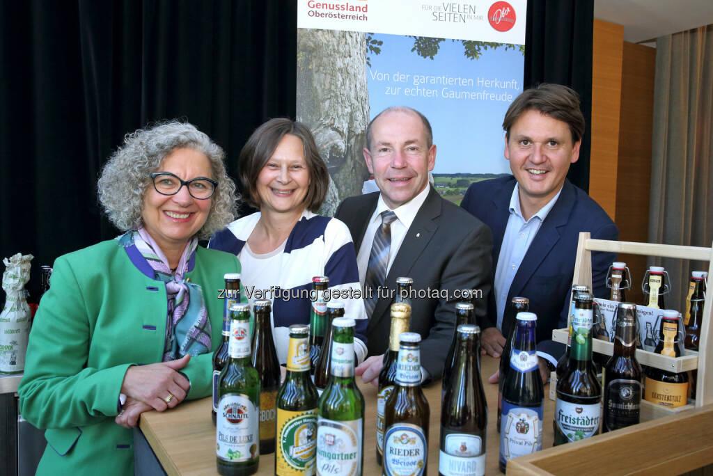 Maria-Theresia Wirtl (Leiterin Stabstelle Genussland OOe), Andrea Eckerstorfer (Bierregion Innviertel), Max Hiegelsberger (Agrar-Landesrat), Andreas Winkelhofer (GF OOe Tourismus) : Das Bierland Oberösterreich, ein Genuss-Erlebnis für den Urlaubsgast : Brauereien, Gastronomie- und Tourismus vernetzen sich für das Biererlebnis Oberösterreich : Fotocredit: Land OÖ / Schauer, © Aussender (22.09.2015)