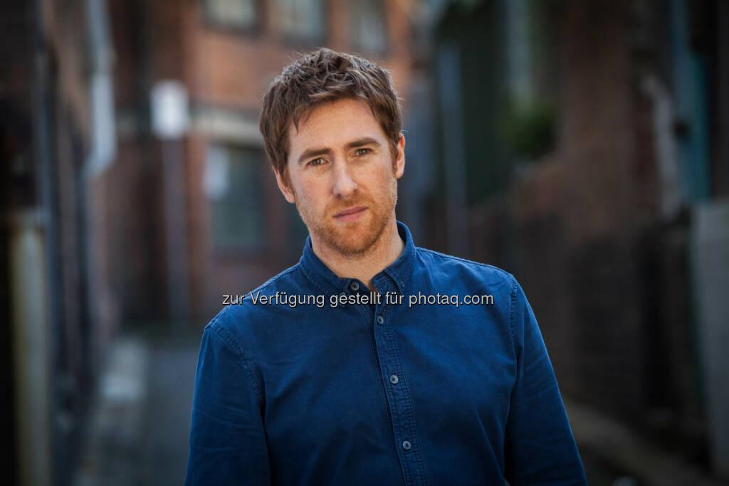 Jamie Lawson : Multiplatin-Weltstar Ed Sheeran entdeckte ihn in einem irischen Pub in Dublin und signte ihn sofort für sein neues Label Gingerbread Man Records: Am 9. Oktober veröffentlicht der Singer/Songwriter sein Debütalbum Jamie Lawson (22.09.2015)
