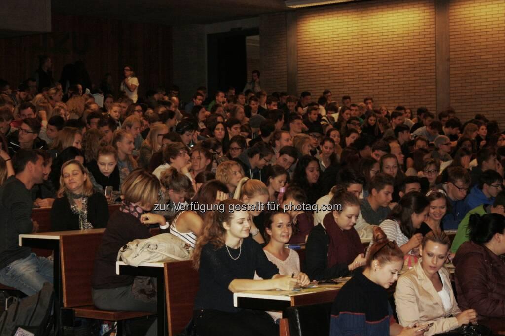 SIM 2015 : Auch heuer wieder informieren sich rund 4.000 Schülerinnen und Schüler an der Johannes Kepler Universität (JKU) Linz bei der 16. Auflage der SIM (Studieninfomesse) vom 23. bis 25. September über das breitgefächerte Angebot der Bildungslandschaft in Oberösterreich : © JKU, © Aussendung (23.09.2015)