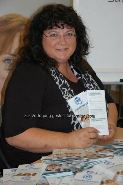 Christine Adler (Ausbildungsleiterin der Alzheimerakademie der MAS Alzheimerhilfe) : Qualifizierte Unterstützung bei Demenz für Pflegeheime : MAS Alzheimerhilfe bietet Pflegeheimschulungen an : © MAS Alzheimerhilfe, © Aussender (24.09.2015)