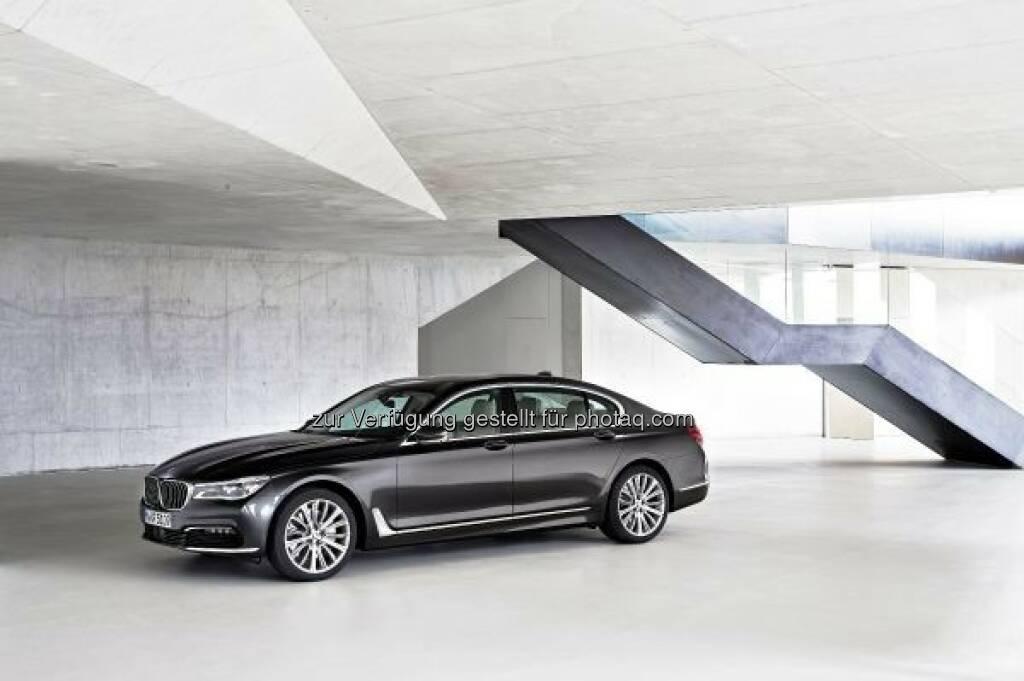 """Der neue BMW 7er 750Li xDrive : """"Goldenes Lenkrad"""" 2015 für den neuen BMW 7er in Österreich : Auto Bild Österreich verlieh die Auszeichnung an die Besten ihrer Klasse : © BMW Group, © Aussendung (25.09.2015)"""