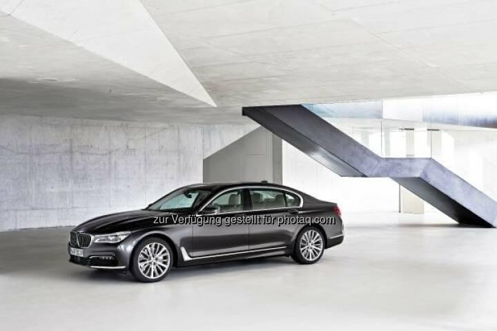 """Der neue BMW 7er 750Li xDrive : """"Goldenes Lenkrad"""" 2015 für den neuen BMW 7er in Österreich : Auto Bild Österreich verlieh die Auszeichnung an die Besten ihrer Klasse : © BMW Group"""