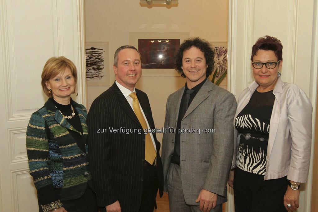Susanne Neuner (Direktorin der Vienna Business School Floridsdorf), Andreas Dolezal (SCA), Rainer Schönfelder (You Will Like It Investments), Karin Schiketanz (GF der SCA)  (22.03.2013)