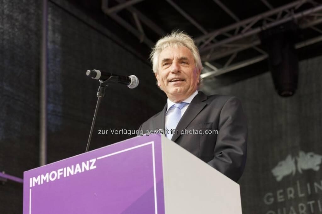 Oberbürgermeister Jürgen Roters freute sich über den neuen Platz, © (c) Immofinanz (29.09.2015)
