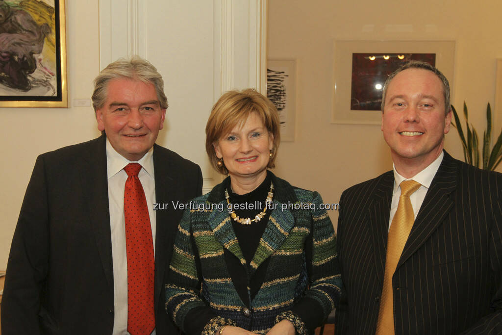 Heinz Gärtner (Schiketanz Capital Advisors), Susanne Neuner (Direktorin der Vienna Business School Floridsdorf), Andreas Dolezal (SCA)  (22.03.2013)