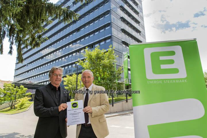 """Ernst Giselbrecht (Architekt), Christian Purre (Vorstandssprecher) : Großer US-Architekturpreis """"Green Good Design Award""""  für """"E-Office"""" der Energie Steiermark : Fotocredit: Energie Steiermark"""