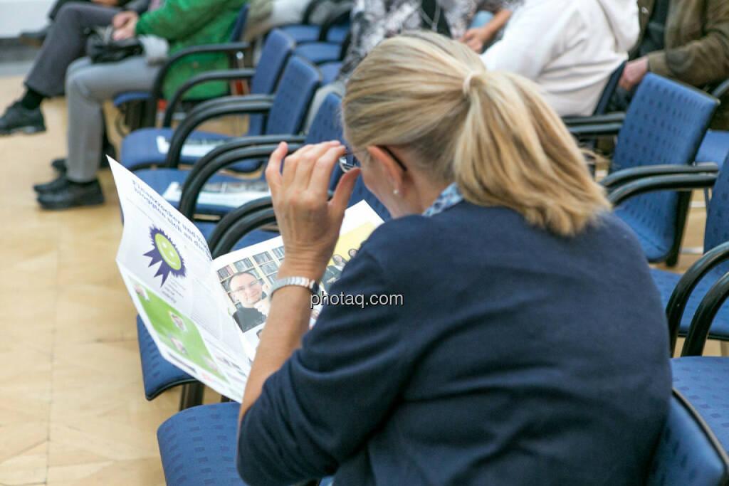 BSN-Roadshow, Fachheft, lesen, © photaq/Martina Draper (01.10.2015)
