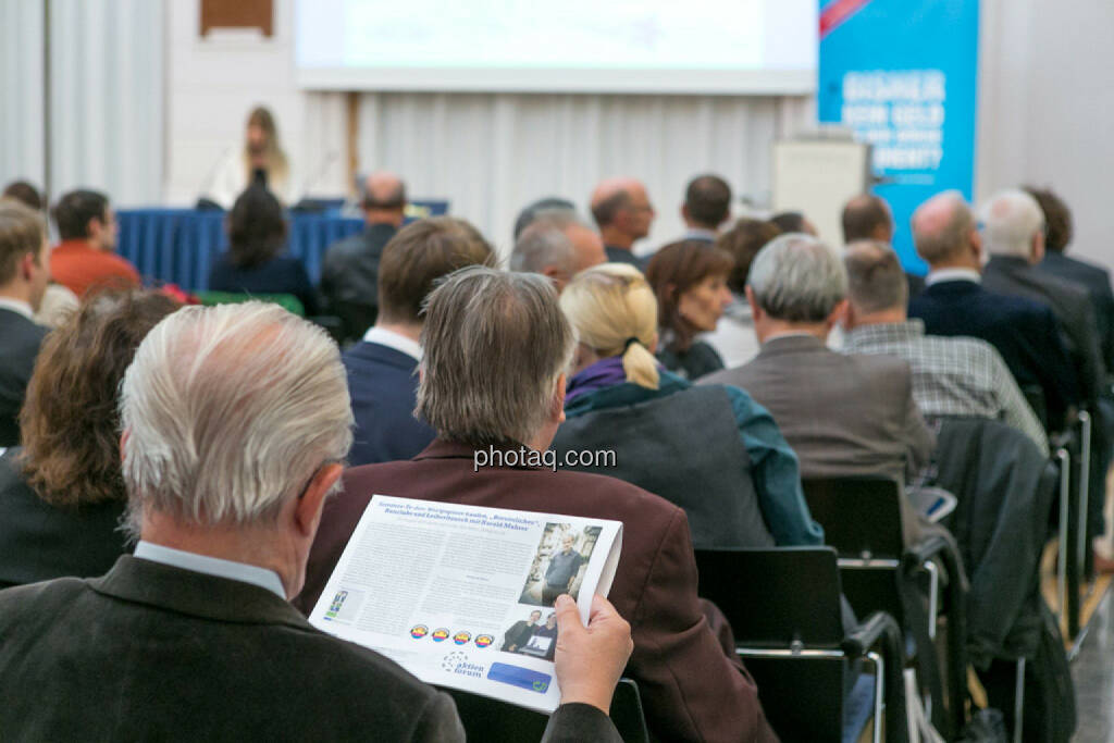 BSN Roadshow, Fachheft, lesen, © photaq/Martina Draper (01.10.2015)