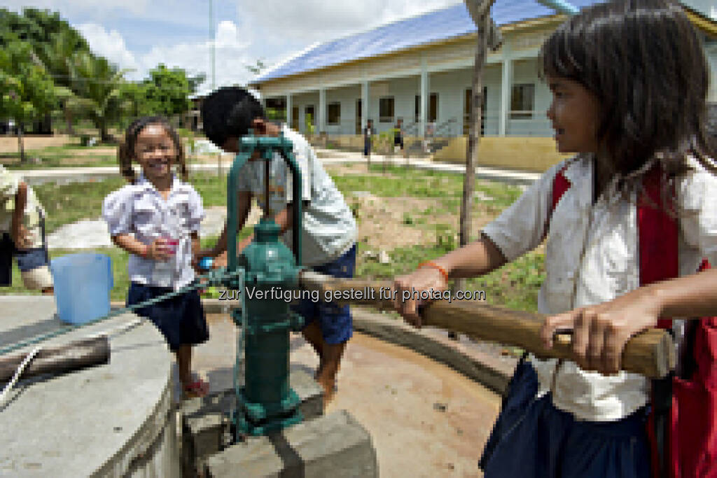 BWT: Anlässlich des diesjährigen Weltwassertages am 22. März verschafft BWT Menschen in Kambodscha Zugang zu sauberem Wasser. Eine Spende finanziert den Bau eines Brunnens, der 25 Familien in einer Provinz im Nordosten des Landes mit hygienisch einwandfreiem Trinkwasser versorgt (Aussendung) (22.03.2013)