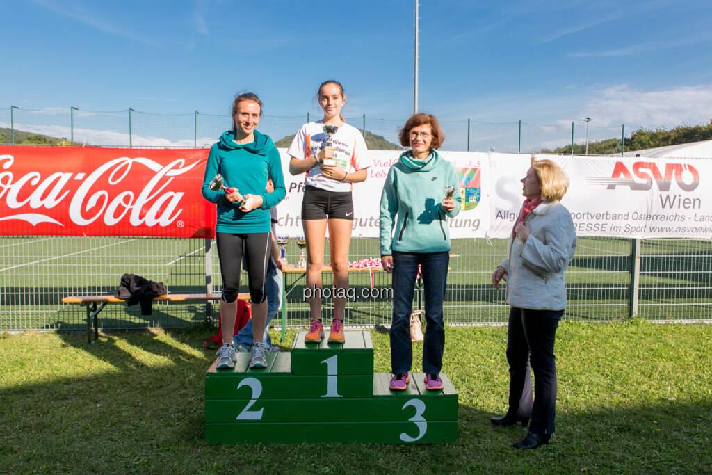 Sieger Damen 5k Runplugged Runclub Opening, © Martina Draper/photaq (04.10.2015)