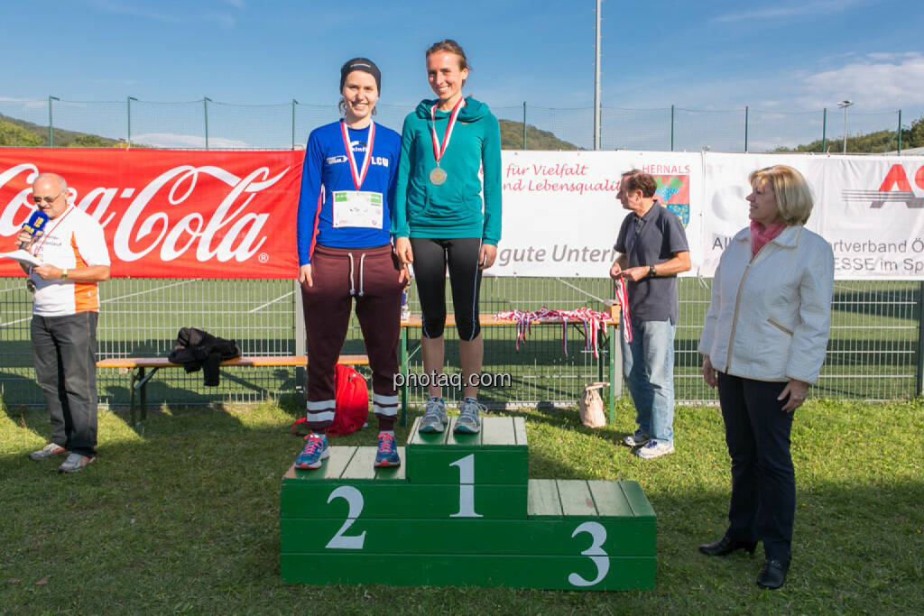Altersklassensieger Damen 5k Runplugged Runclub Opening, © Martina Draper/photaq (04.10.2015)