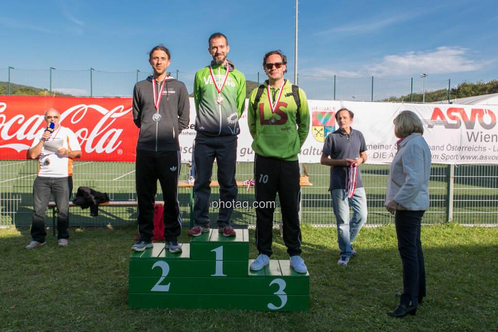 Altersklassensieger Herren 5k Runplugged Runclub Opening, © Martina Draper/photaq (04.10.2015)