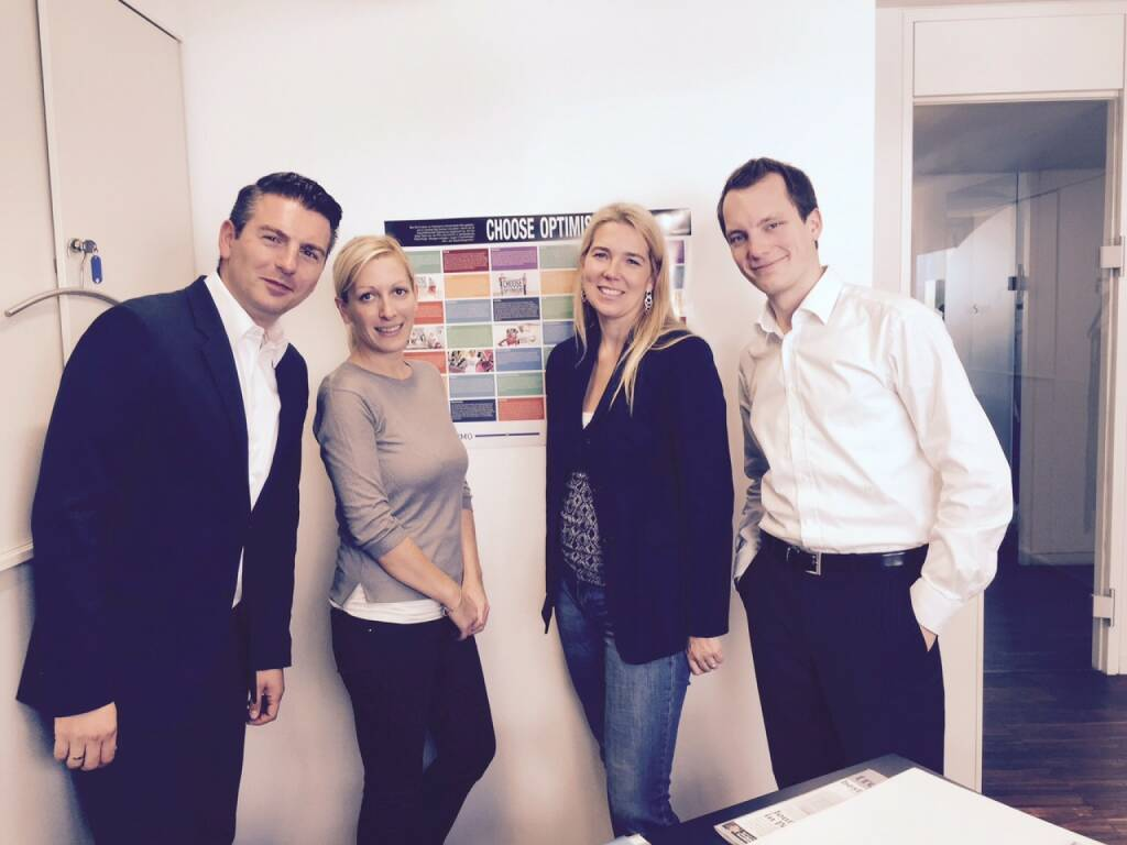 Das Team des Choose Optimism Partners S Immo vor dem Poster 2015 (05.10.2015)