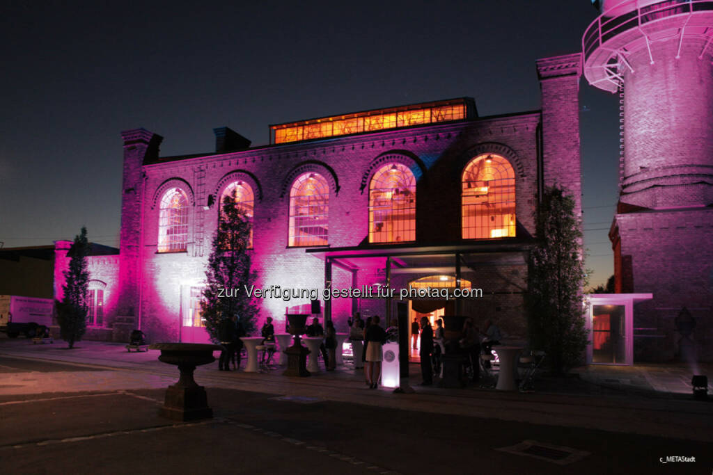 Plan International: Am 11. Oktober werden österreichweit bekannte Gebäude Pink erstrahlen: Am Welt-Mädchentag, dem 11. Oktober, setzt das Kinderhilfswerk Plan International ein leuchtendes Zeichen für die Rechte von Mädchen. (C) MetaStadt, © Aussender (06.10.2015)