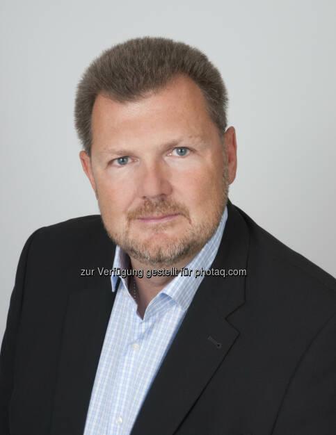 Günter Handl (GF Dextra Data Solutions) : Dextra Data aus Wien verwandelt einen kleinen Würfel in eine einfach bedienbare Registrierkasse : OrderCube: die branchenunabhängige und kostengünstige Registrierkassenlösung für KMUs : Fotocredit: Dextra Data Solutions/Lifka, © Aussender (13.10.2015)