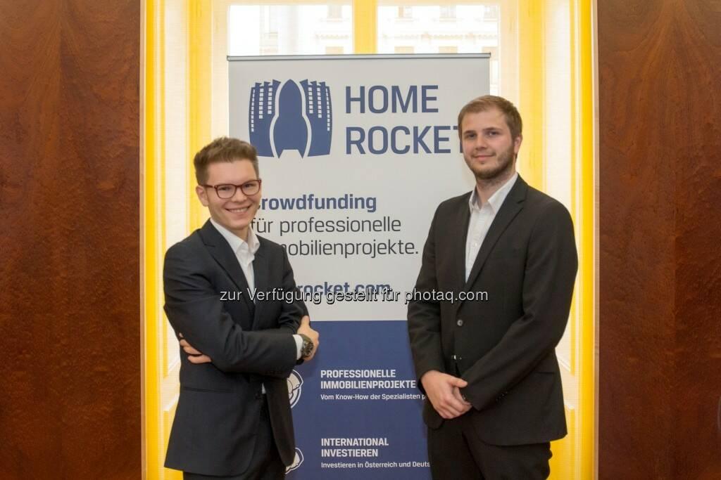 Wolfgang Deutschmann (Gründer und GF von Home Rocket), Peter Garber (Home Rocket) : Erfolg für Home Rocket : Crowd finanziert Wiener Immobilie : Home Rocket, die erste internationale Crowdfunding-Plattform für Immobilien, hat ihr erstes Projekt realisiert. Durch das Erreichen der Fundingschwelle von 200.000 Euro ist die Immobilie erfolgreich teilfinanziert und die Investments der Crowd fließen, bei Ablauf des Finanzierungszeitraumes, in das Objekt Donaufelderstraße 221 ein :  ©Home Rocket, © Aussendung (13.10.2015)