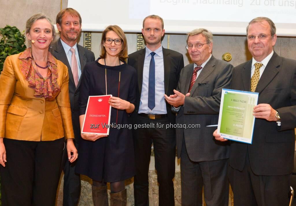Agrana: Der Austrian Sustainability Reporting Award (ASRA) - der Preis für die besten österreichischen Nachhaltigkeitsberichte - wurde heuer an insgesamt 14 Unternehmen vergeben. Dabei ging ein Preis in der Kategorie Bester Integrierte Geschäfts- und Nachhaltigkeitsbericht unter anderem an die AGRANA Beteiligungs-AG. Wir freuen uns sehr über diese Auszeichnung.  Source: http://facebook.com/AGRANA.Group, © Aussendung (16.10.2015)