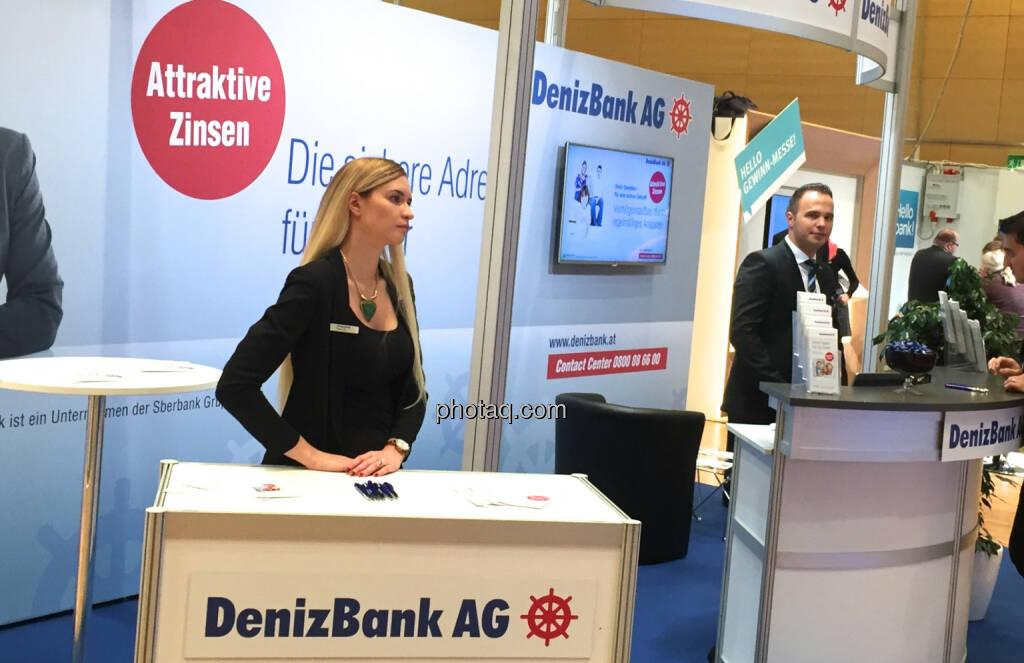 DenizBank (Handybild), © Martina Draper/photaq (16.10.2015)