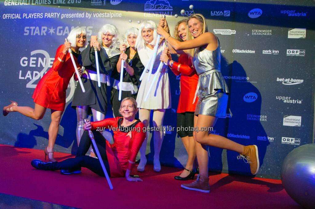 Players Party Generali Ladies - Sandra Reichel im Kreis der Spielerinnen © Roland Pelzl/Cityfoto, © Aussendung (17.10.2015)