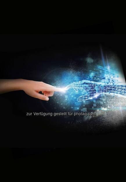 """Industrie 4.0 bei Mercedes-Benz : Die nächste Stufe der industriellen Revolution : Die Automobilbranche steht vor fundamentalen Veränderungen. Neben der Elektrifizierung des Antriebsstrangs und dem autonomen Fahren ist vor allem die Digitalisierung Treiber dieses Wandels. Diese Verbindung von physischer und digitaler Welt wird häufig mit dem Schlagwort """"Industrie 4.0"""" belegt. Die Vernetzung der gesamten Wertschöpfungskette in Echtzeit ist für Mercedes-Benz heute schon mehr als eine Vision. Dabei steht der Mensch als Kunde und Mitarbeiter immer im Mittelpunkt : Fotocredit: Daimler AG, © Aussendung (19.10.2015)"""