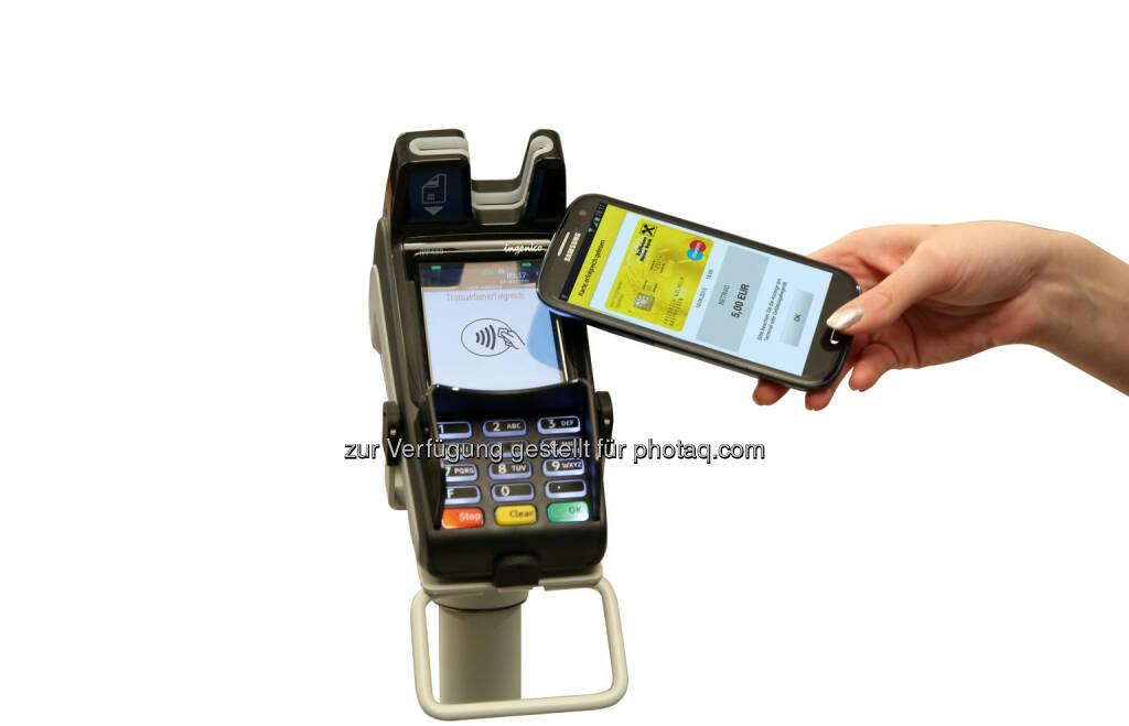 Neue digitale Bankomatkarte nun bei allen Raiffeisenbanken in OÖ : Fotocredit: Raiffeisenlandesbank Oberösterreich Aktiengesellschaft, © Aussender (19.10.2015)