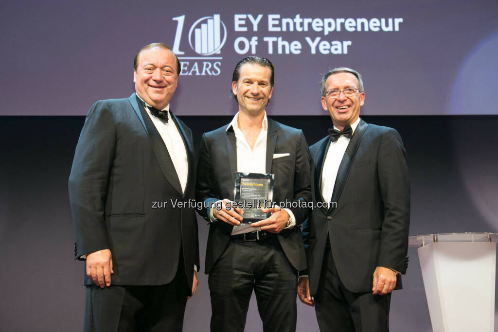 Dieter Waldmann (verantwortlicher Executive Director EY Entrepreneur Of The Year in Österreich), Oliver Krizek (Eigentümer und GF der Navax Unternehmensgruppe), Helmut Maukner (Country Managing Partner EY Österreich) : Oliver Krizek gehört zu den besten Unternehmern des Landes : Der Eigentümer und Geschäftsführer der Navax Unternehmensgruppe als Finalist beim Entrepreneur Of The Year 2015 : Fotocredit: Point of View, © Aussendung (20.10.2015)