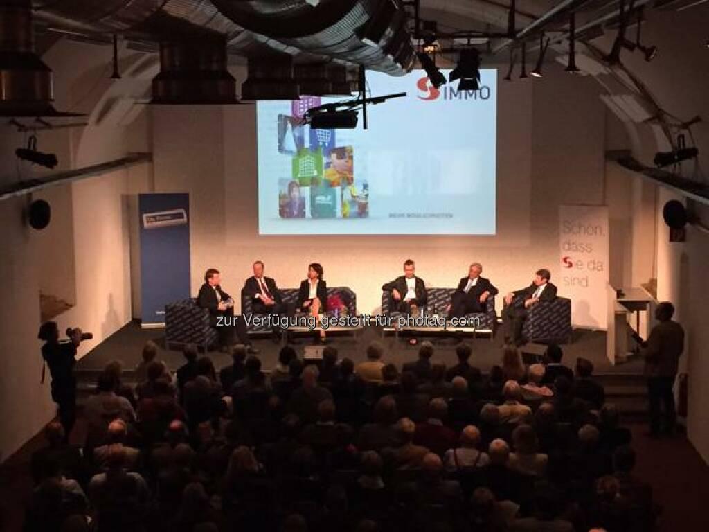 Gerhard Hofer (Die Presse) begrüßt Susanne Höllinger, Wolfgang Traindl und Gerhard Hörhan sowie den S IMMO Vorstand. http://twitter.com/simmoag/status/656522631743713280/photo/1  Source: http://facebook.com/simmoag (21.10.2015)