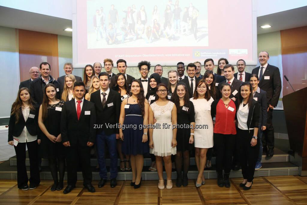 """Die Start Oberösterreich-Stipendiatinnen und Stipendiaten : """"START Oberösterreich"""" geht mit 11 neuen Stipendiaten ins 3. Jahr  : Junge Menschen mit Migrationshintergrund werden am Weg zur Matura begleitet : (c) RLB OÖ/Strobl , © Aussendung (21.10.2015)"""