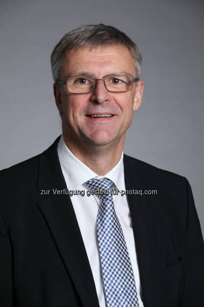 Luc Truyens (CEO der ING-DiBa Direktbank Austria) : Keine Diät für Österreichs Sparschweine  : Konstant und beharrlich. So könnte man das Sparverhalten der Österreicher bezeichnen. Denn obwohl die Zinsen extrem niedrig sind, sparen die meisten trotzdem regelmäßig weiter :  Fotocredit: ING-DiBa Direktbank Austria, © Aussender (29.10.2015)