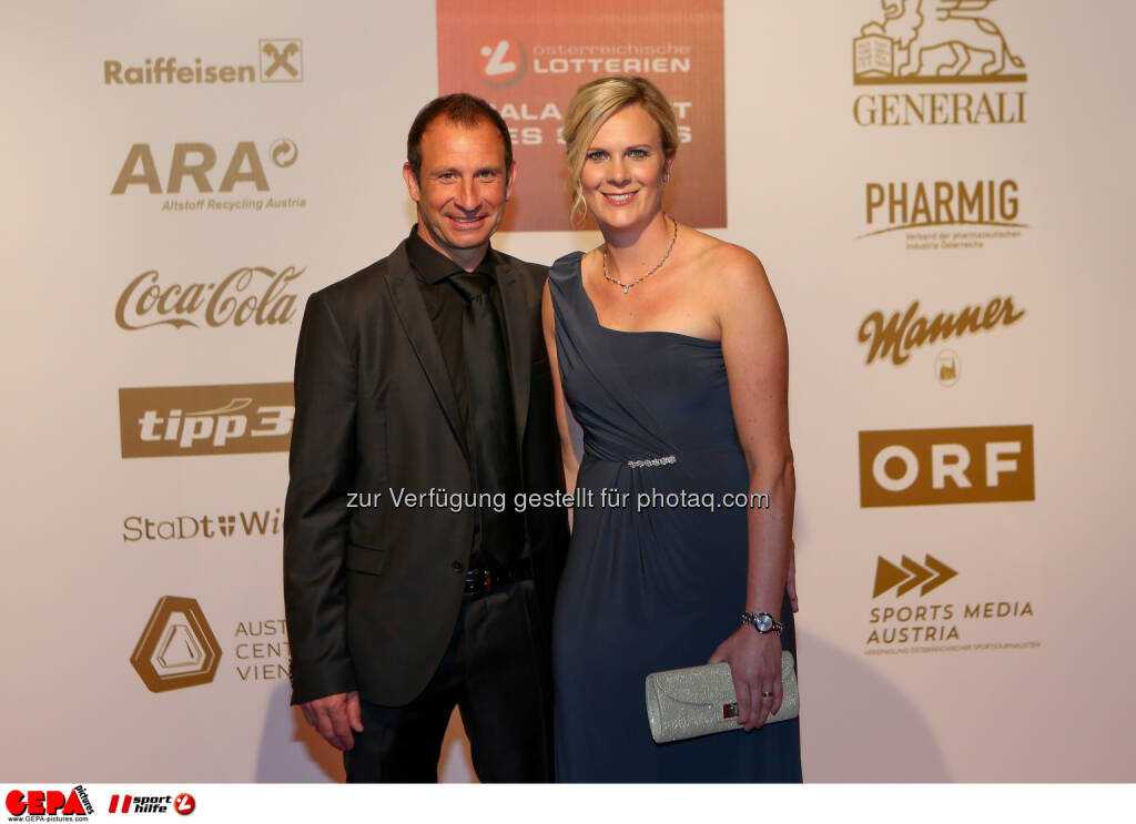 Roland Schönegger, Nicole Hosp : Photo: GEPA pictures/ Christian Walgram (30.10.2015)