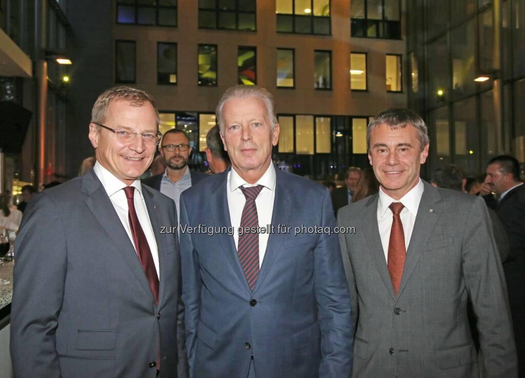 Rainer Stelzer, Reinhold Mitterlehner, Heinrich Schaller : Weltspartagsempfang Raiffeisenlandesbank Oberösterreich : Fotocredit: RLB OÖ, © Aussender (30.10.2015)